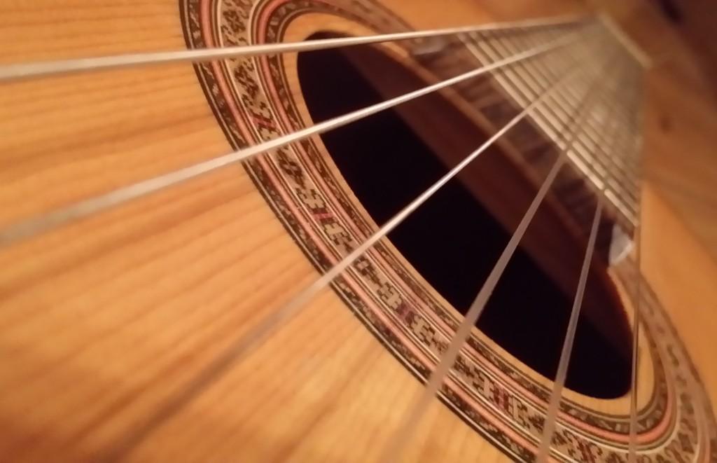 Gitarre mit Baby