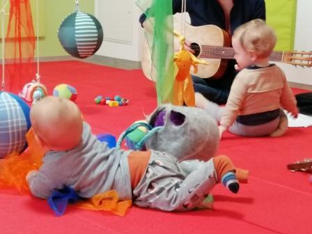 Gitarrenunterricht mit Baby