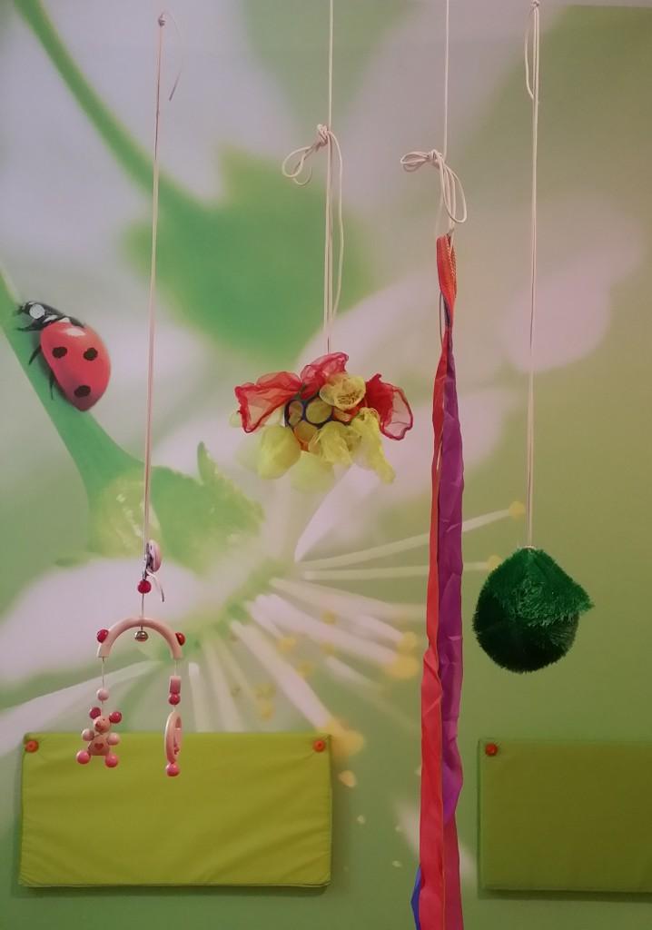 hängendes Pekip-Spielzeug