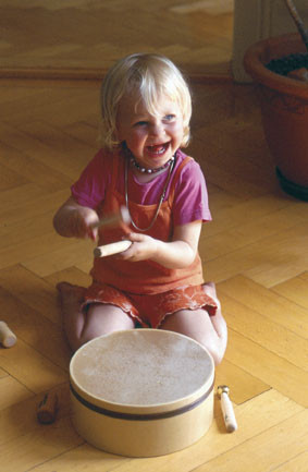 Kind mit Trommel